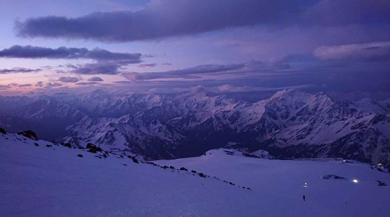 Skialpový výstup na Elbrus a naša aklimatizácia