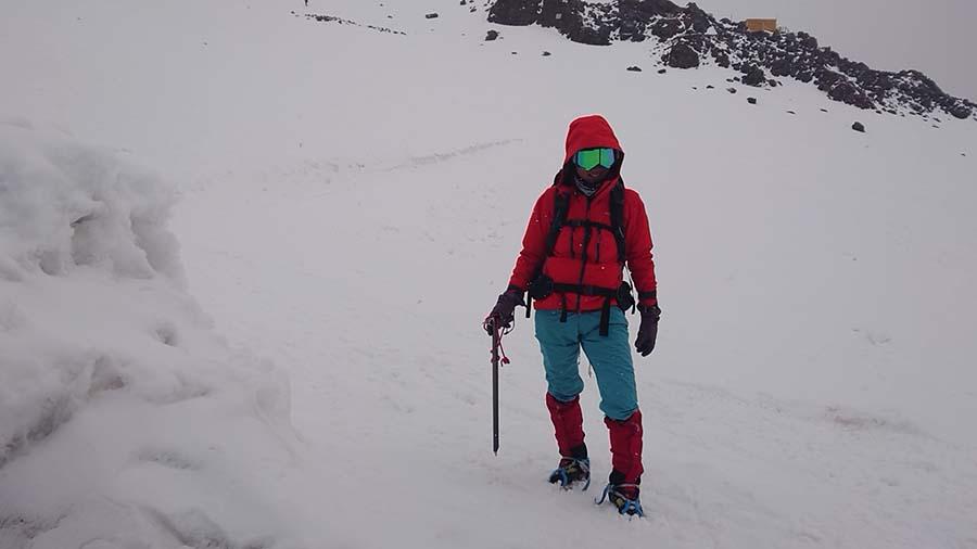 Ishu pri bunke Maria Shelter ako zišla z Elbrusu/ kaukaz