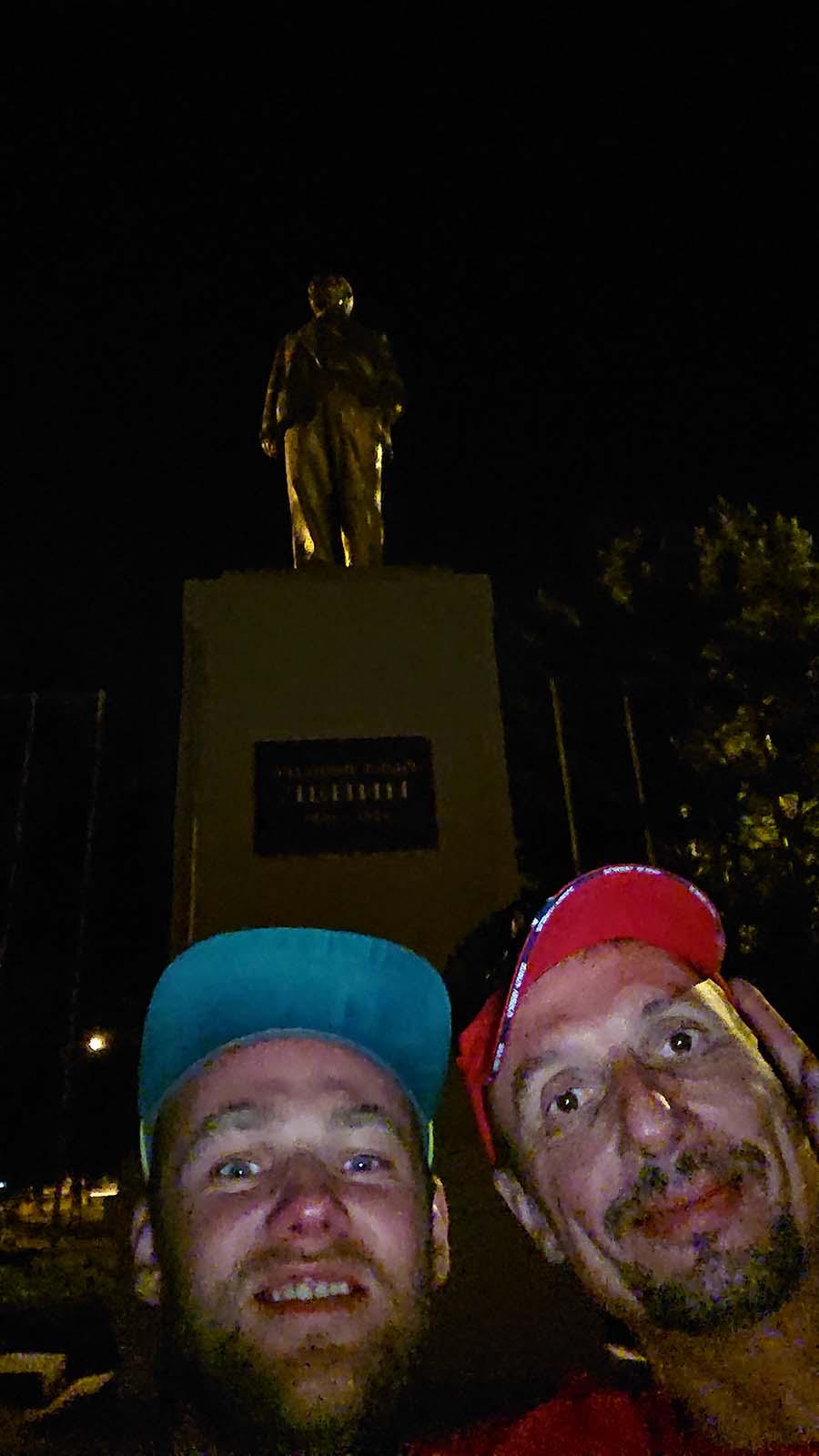 S tiborom sa fotíme pod Leninom/ Minerálne Vody