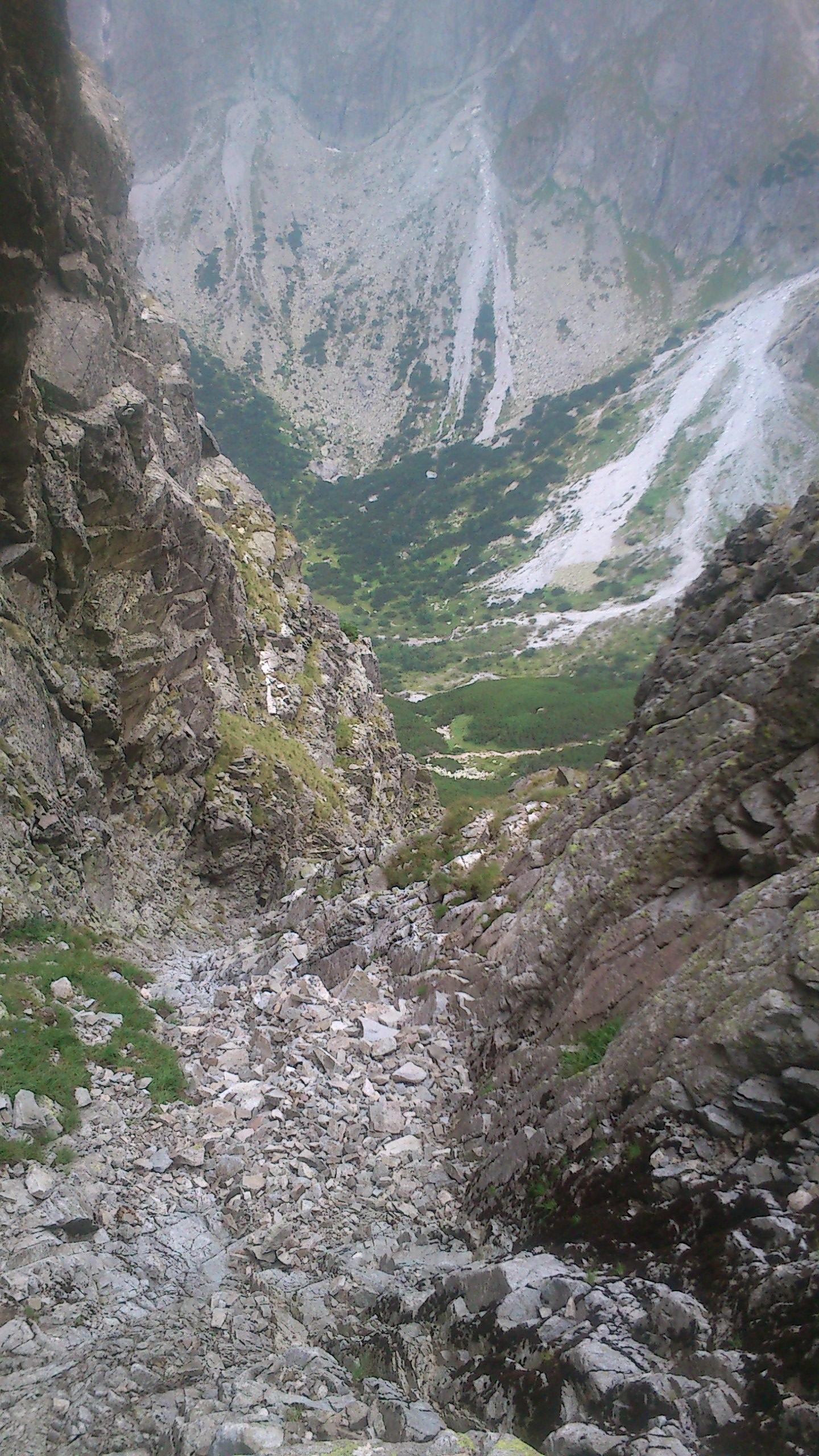 Zostupova cesta z vrcholu, Žeruchová veža/ way down from the hill/