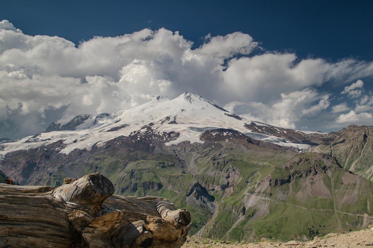 Expedícia Kaukaz BlackHill outdoor merino vlna a výhľad na Elbrus