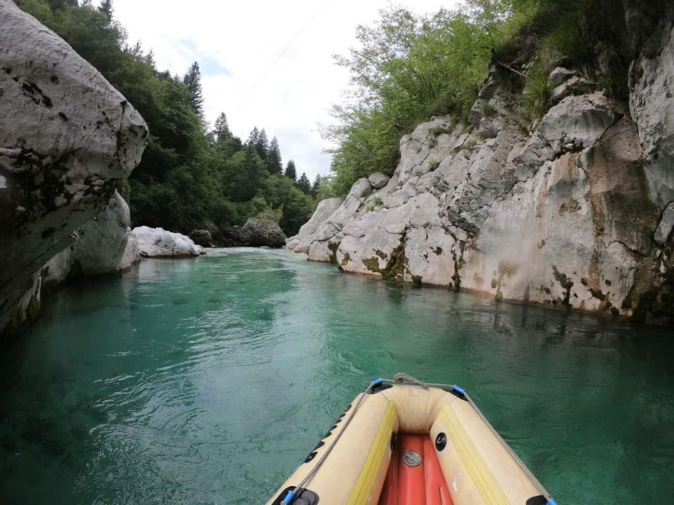 Slovinsko, splav rieky Soča: krásne prostredie na vode