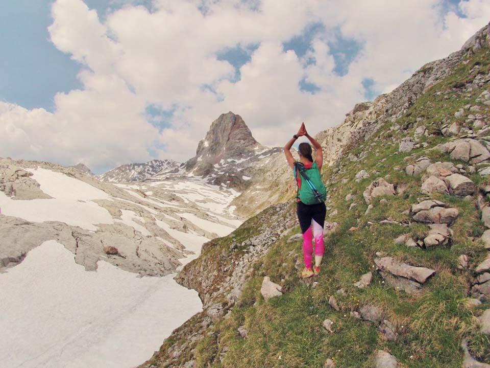Športové legíny Yoginess v Alpách na 55km treku