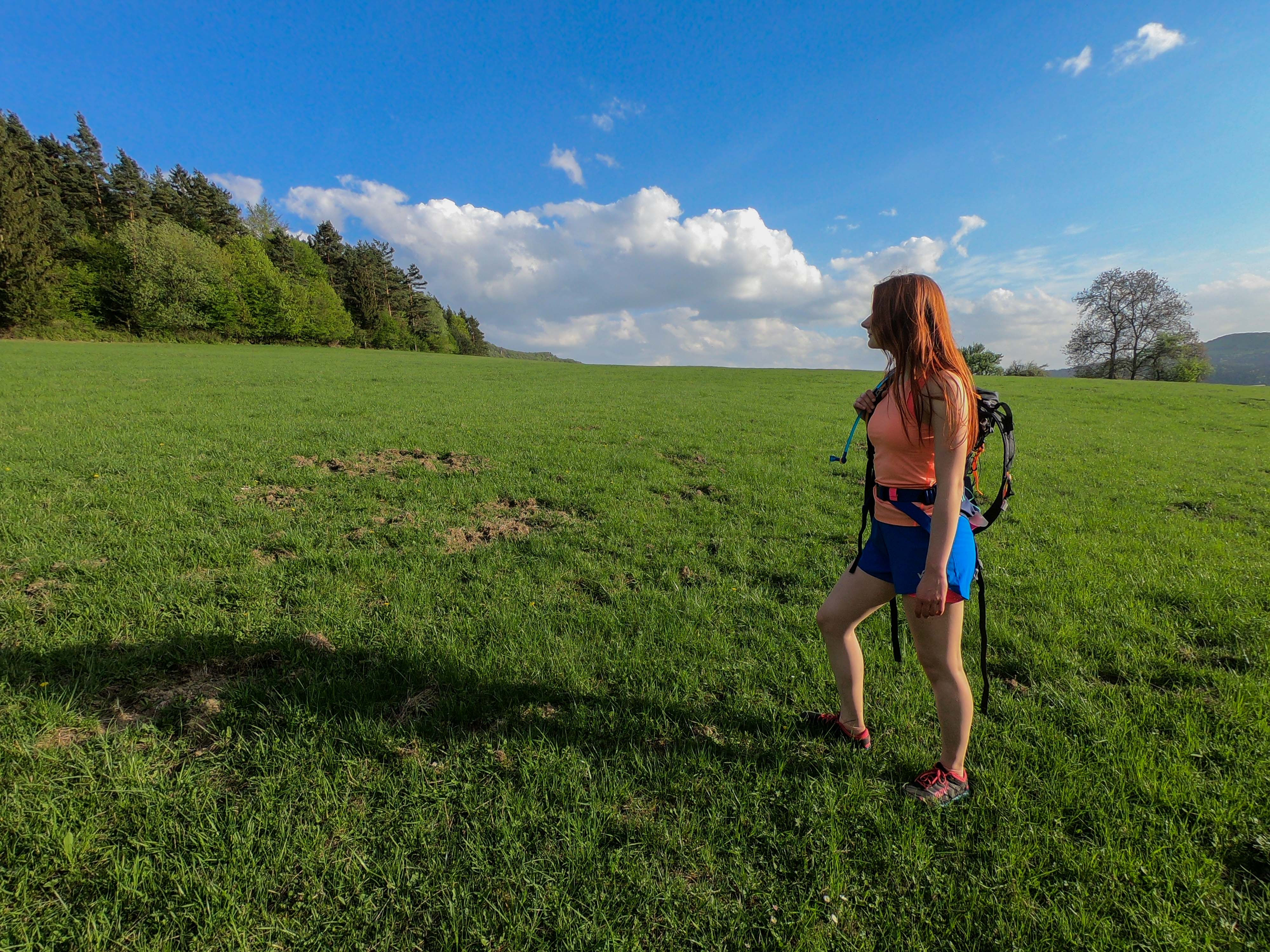Na behanie na horách sú skvelé bežecké vesty alebo ruksaky