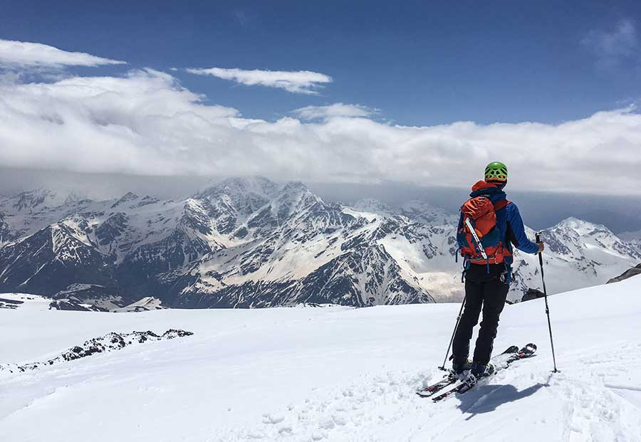 Ebrus na skiaalpoch po4as zjazdu
