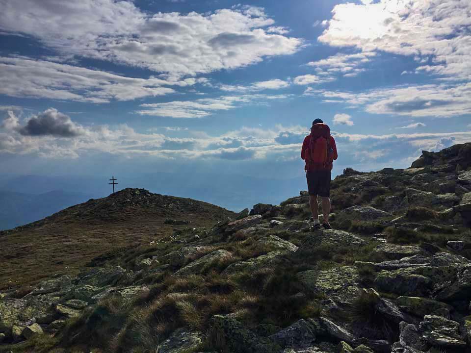 Hrebeňovka Nízkych Tatier Hrebeň smerom od Kráľovej Holi na útulňu Andrejcová