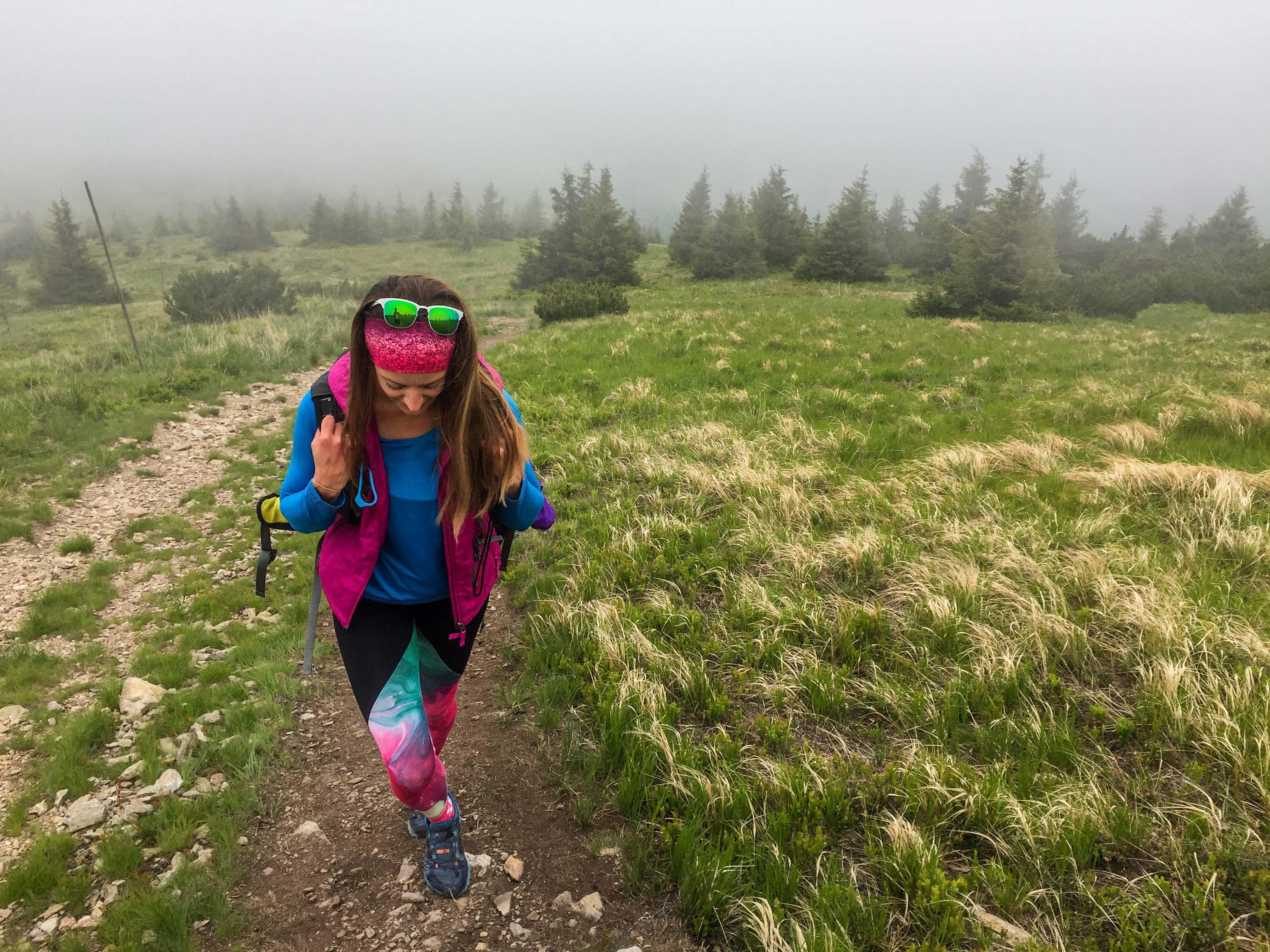 Hrebeňovka Nízkych Tatier Začiatok trasy z Čertovice je výživný, no aj napriek hmle krásny