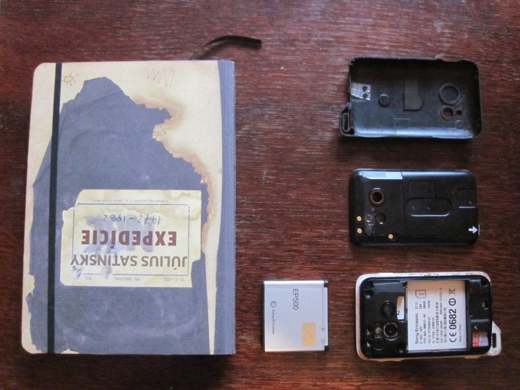 Sony Ericson Xperia Active Rozobraty s batériou a dvomi ochrannými vrstvami