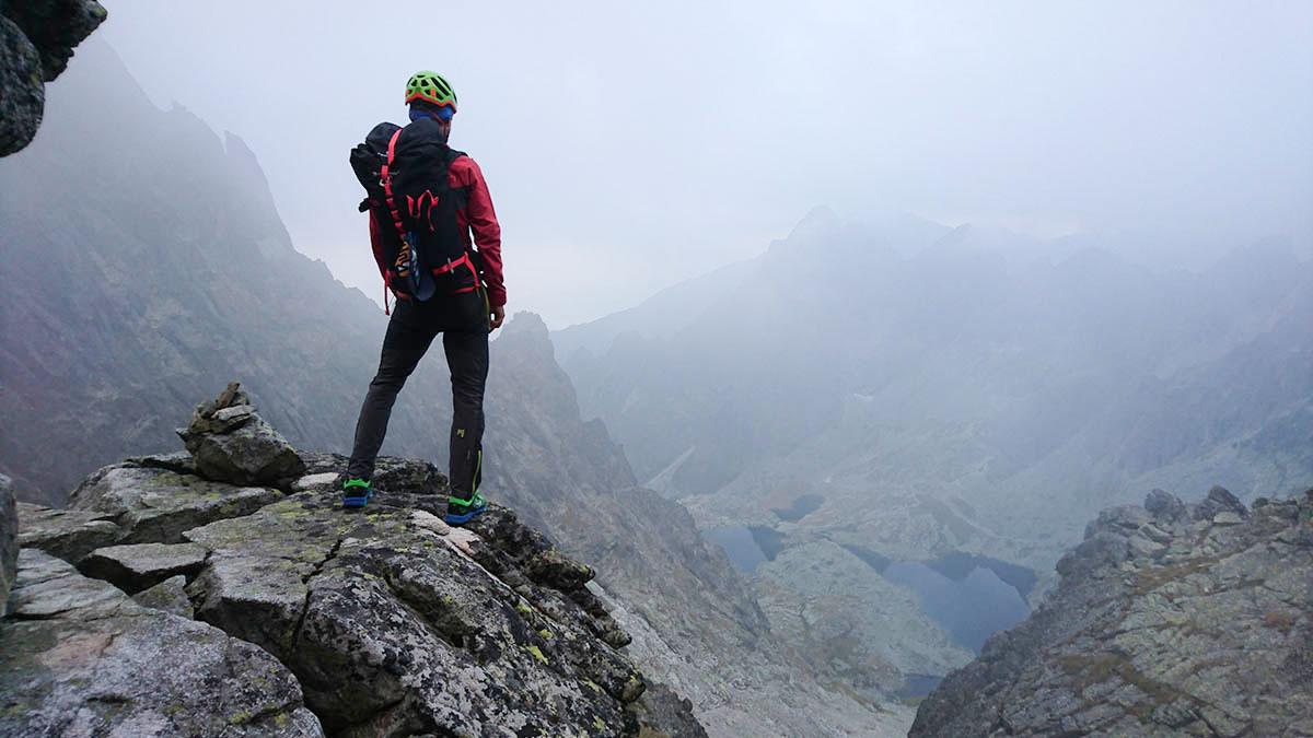 Karpos rock fly, turistické a lezecké nohavice v blízkosti Baranieho sedla