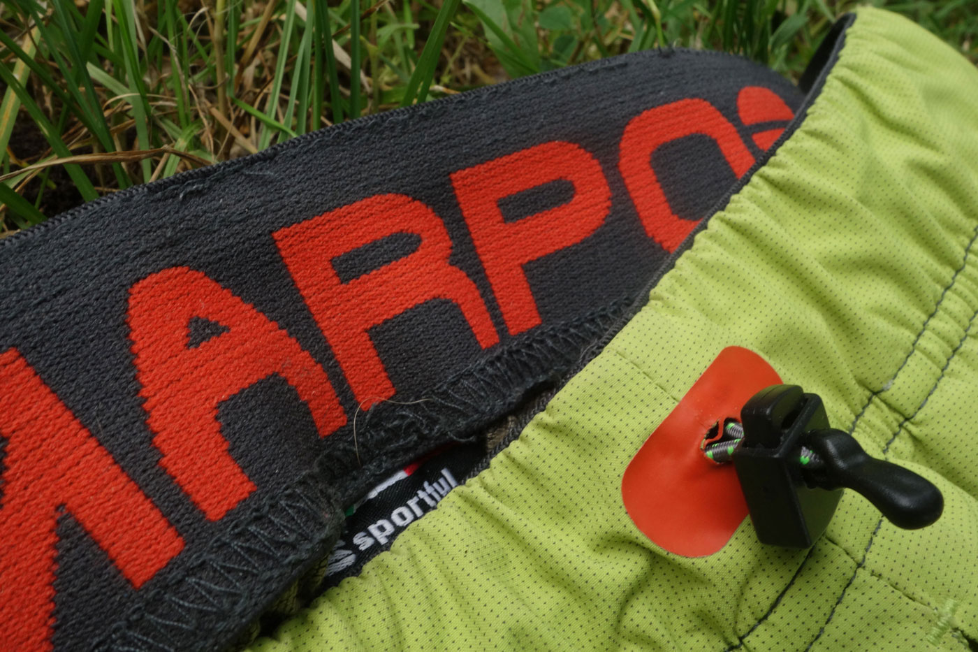 Karpos rock fly, turistické a lezecké nohavice