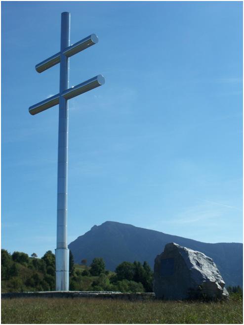 Koruna oravy a kríž na vrchole