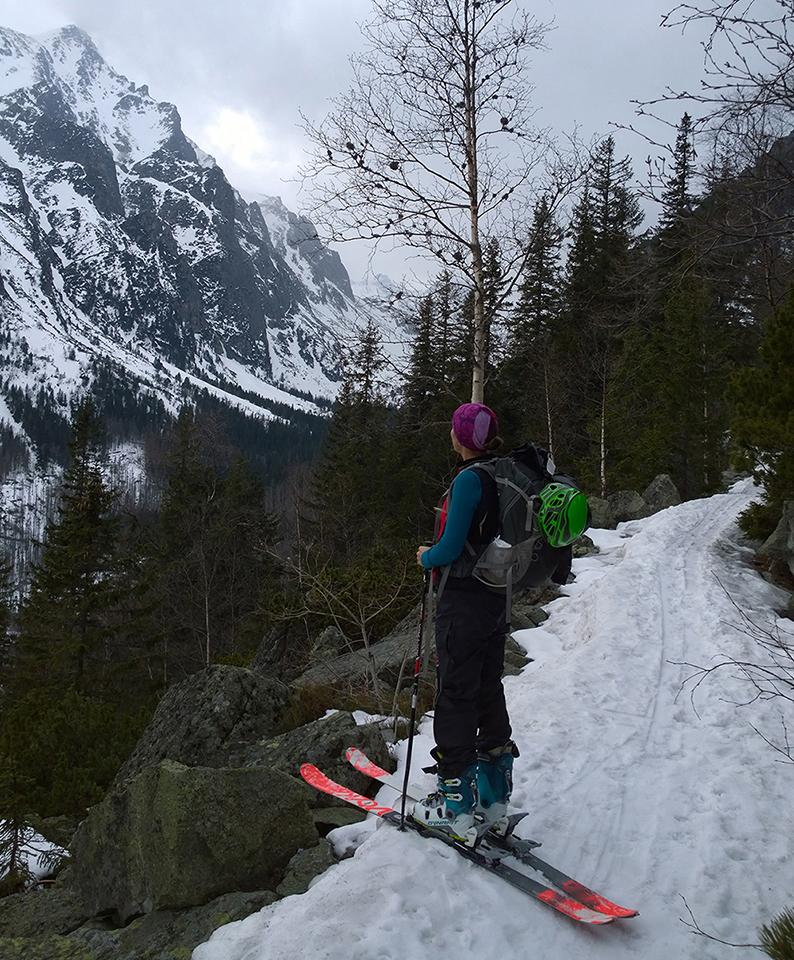 Rozlucka s Tatrami, Katka sa pozerá do malej studenej doliny