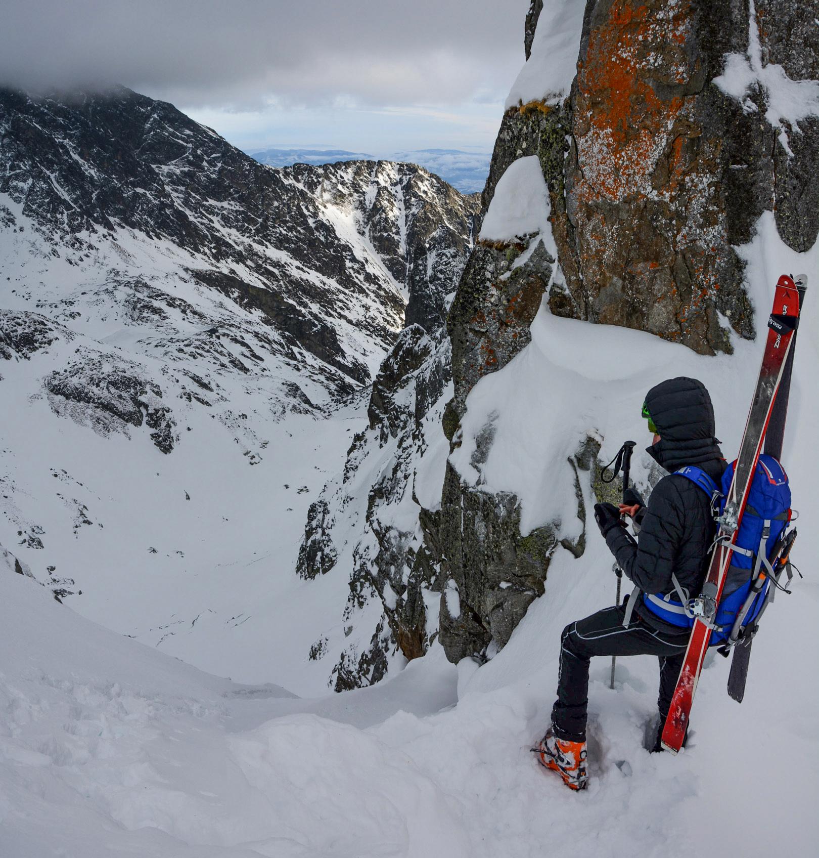 Horolezecký batoh Ferrino Triolet 32+5 vo Vysokých Tatrách na skialpinistickej túre cez Priečne sedlo / recenzia