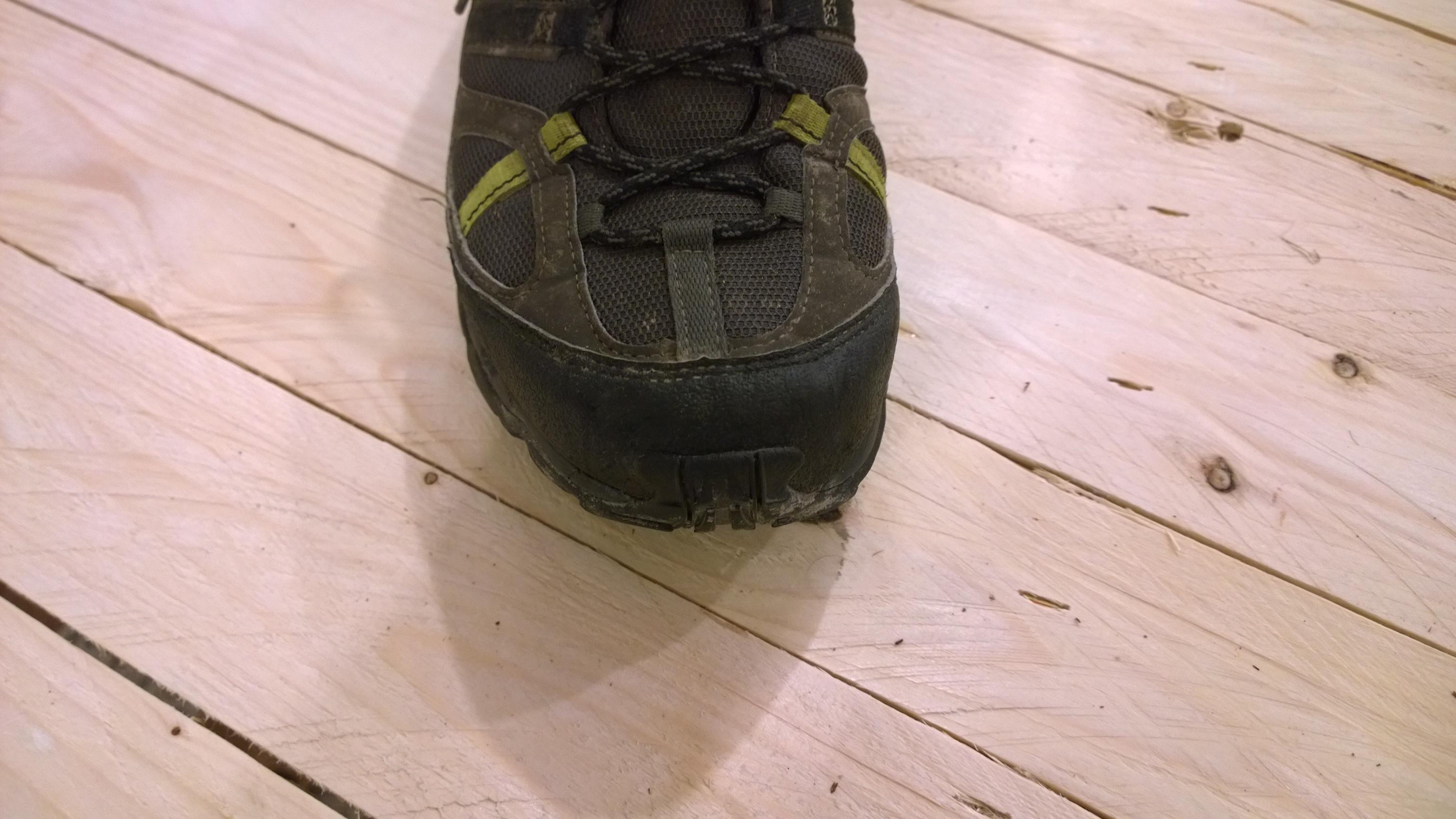 adidas ax 1 gtx topánka je z predu dobre chránená