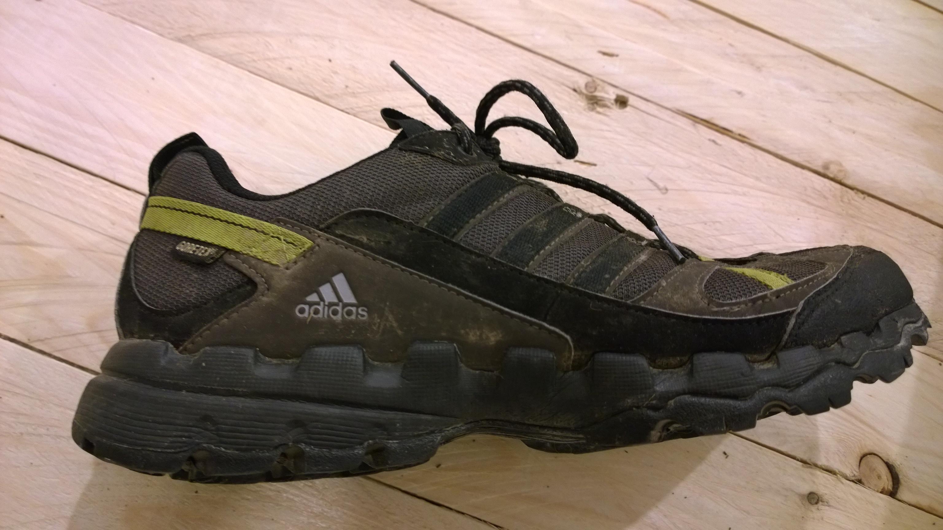 adidas ax 1 gtx. Ich výstupky na podrážke pozostávajú z dvoch až troch rozlične tvrdých gúm.