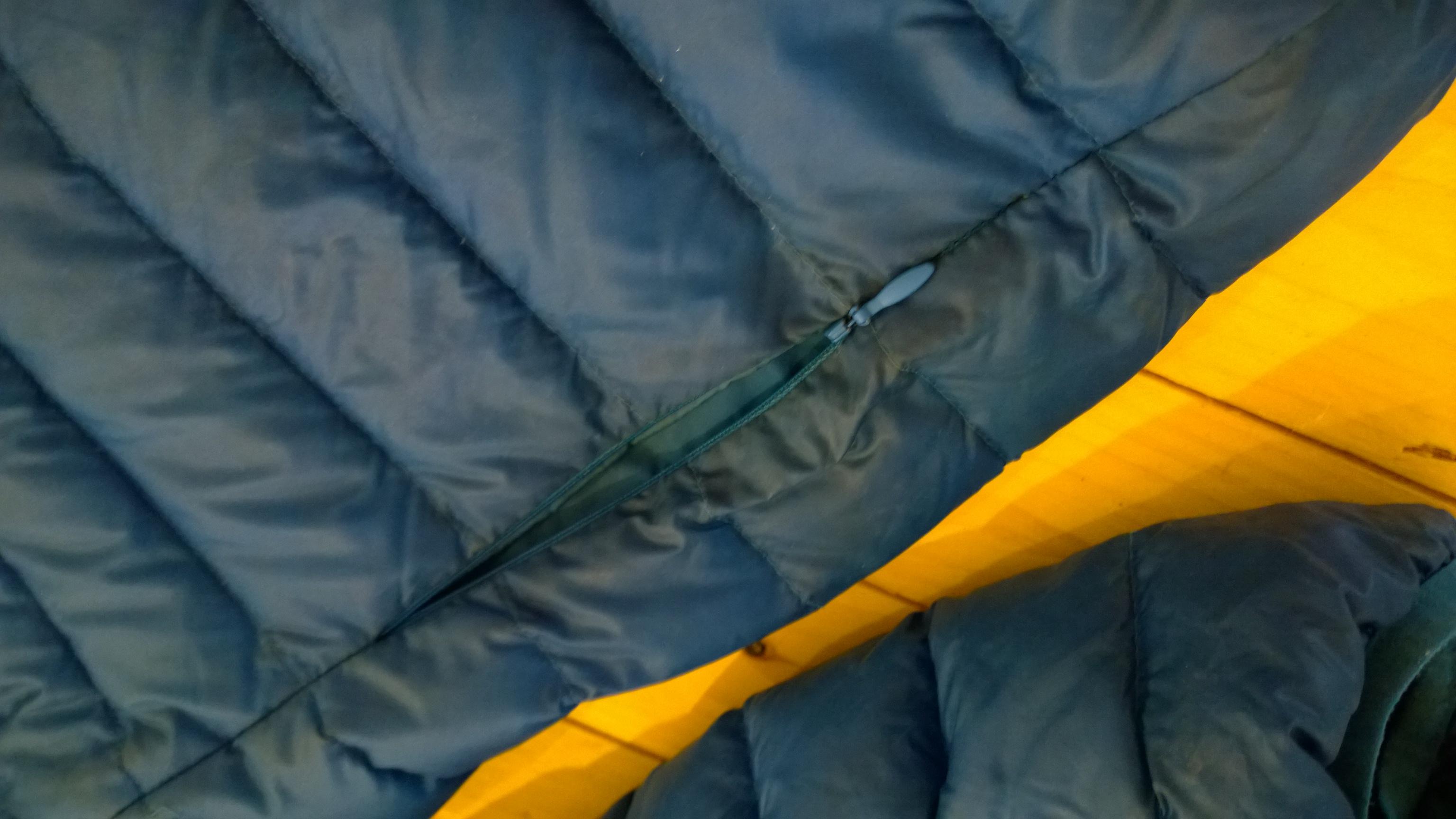 Zips na bočných vreckách, Karrimor páperová bunda