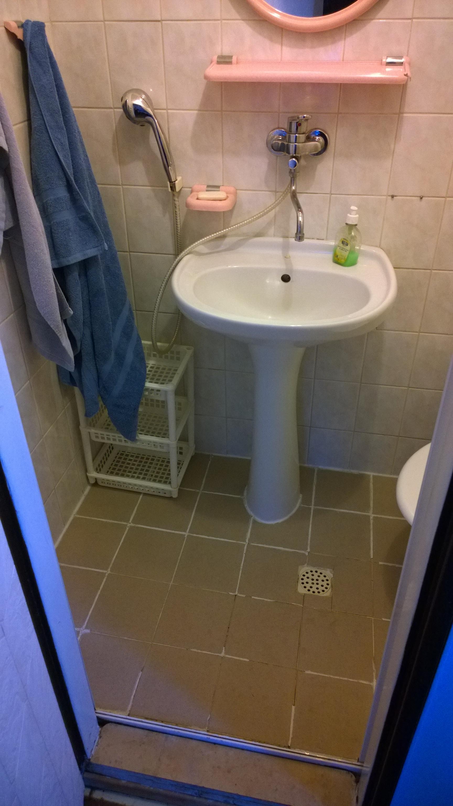 sprcha v kúpelke penzioónu Haluškáreň