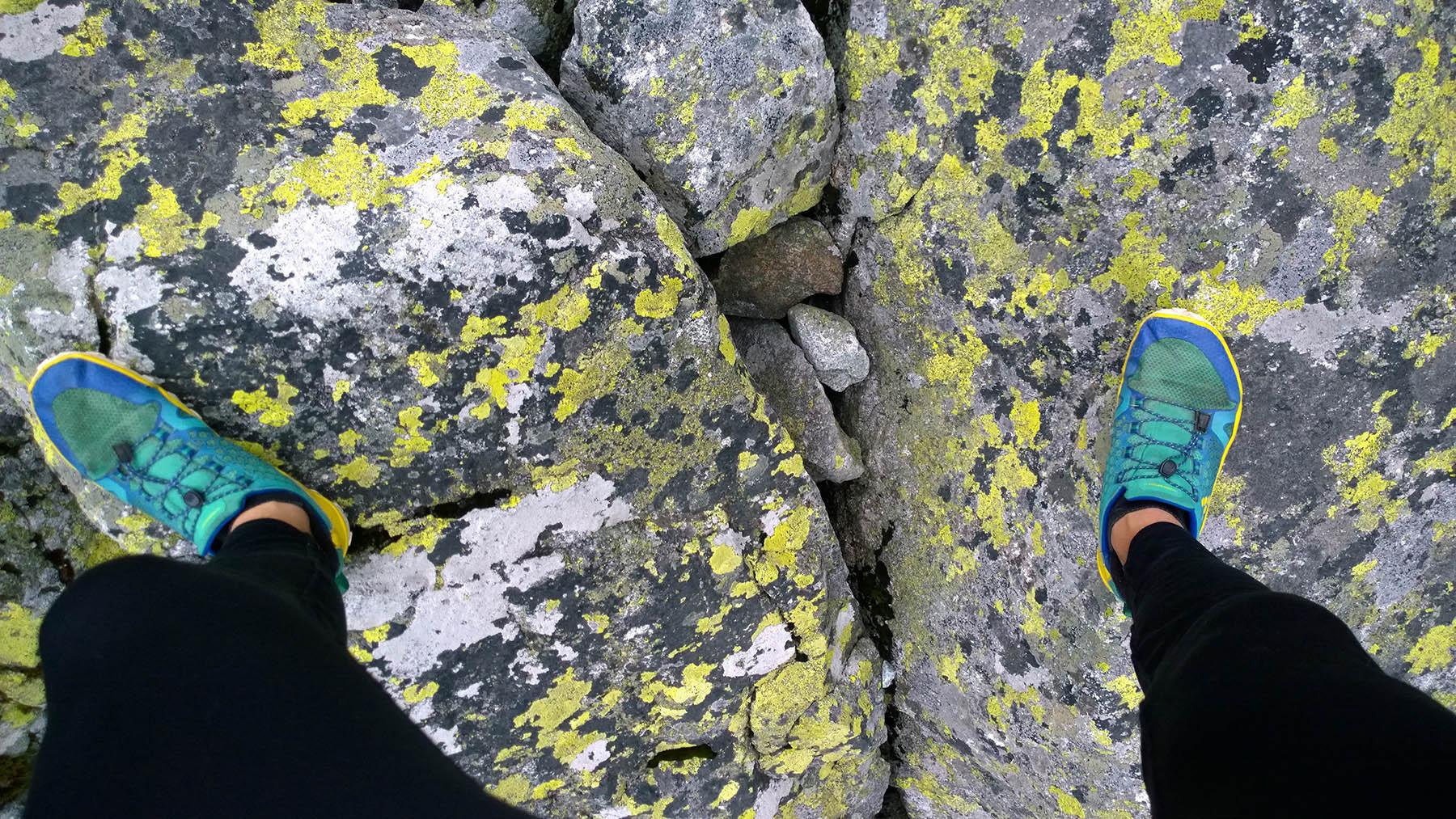 Vivo barefootky na kamennych doskach v Tatrach