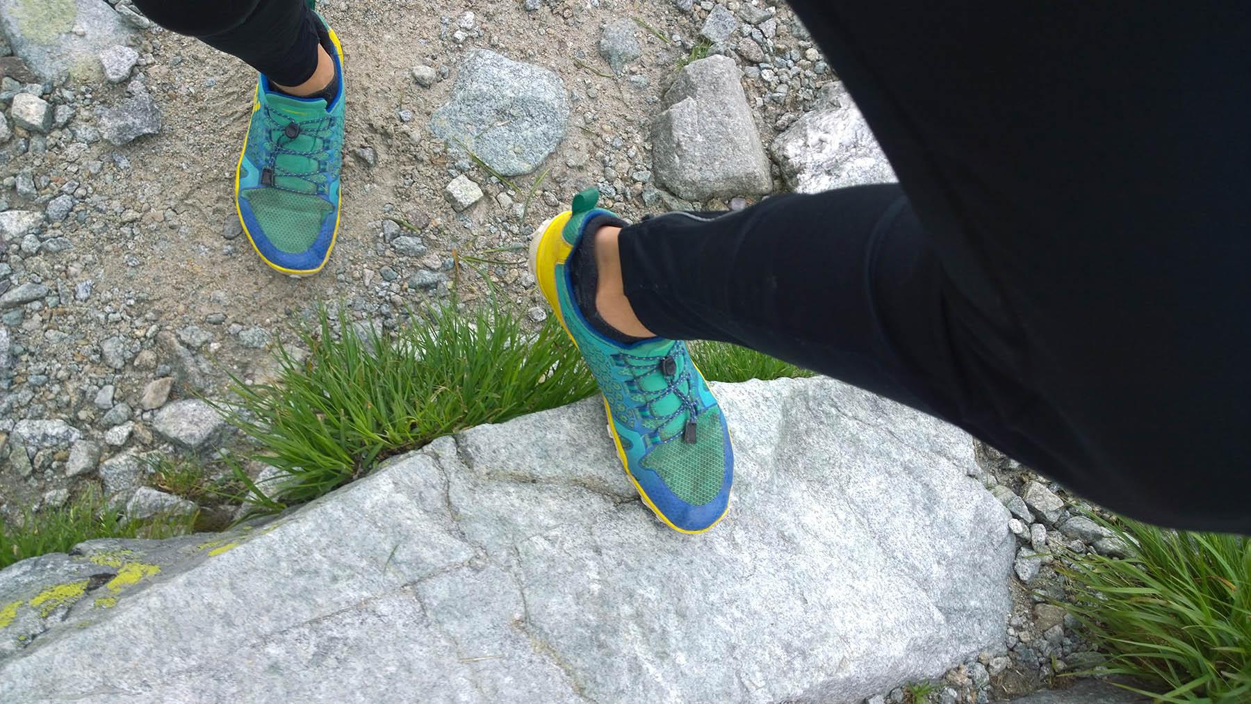 Vivo Trail Freak zaberaju perfektne na kamenom chodniku v tatrach