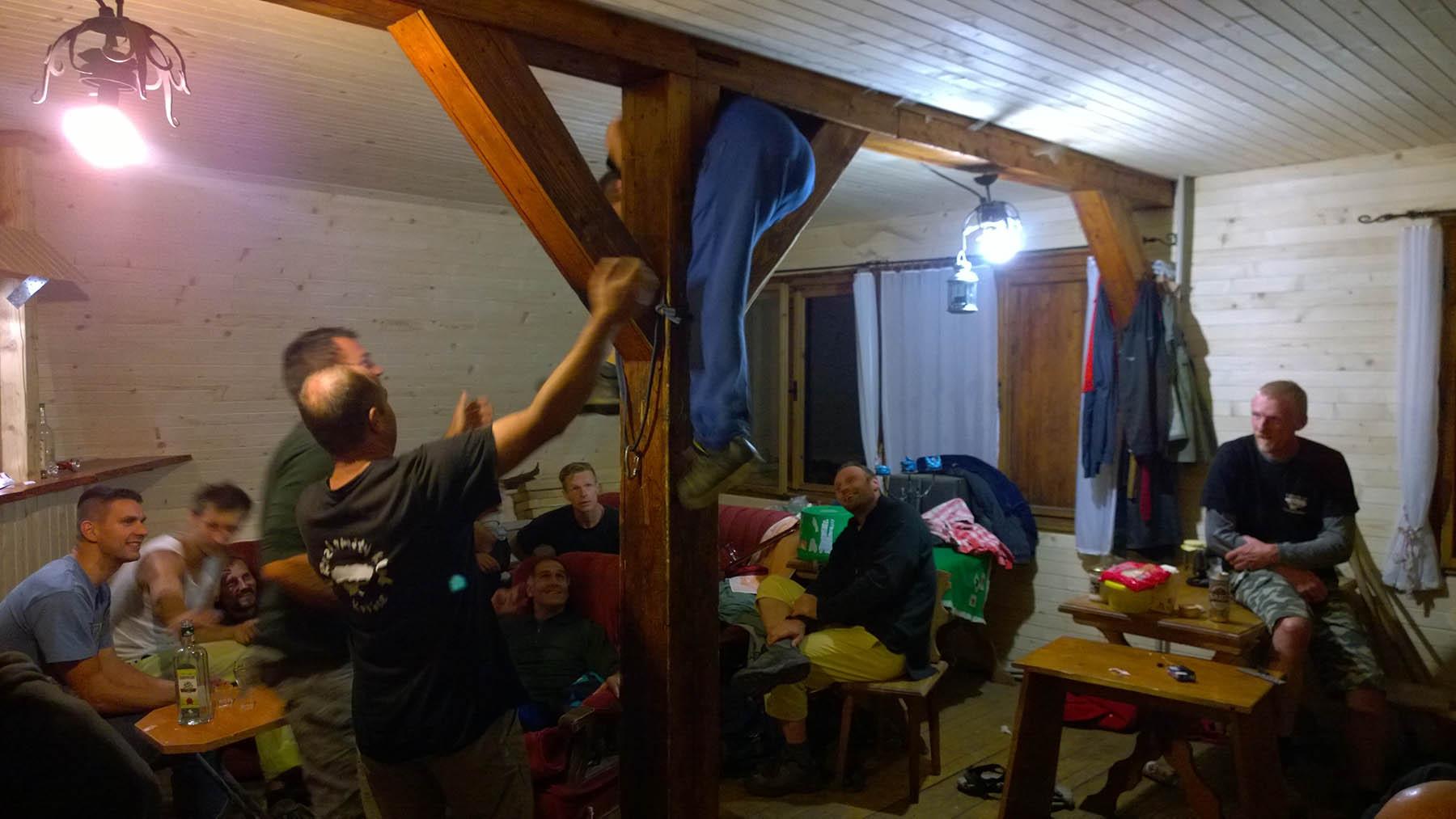 Rozlomiťaci v Zadieli na chate