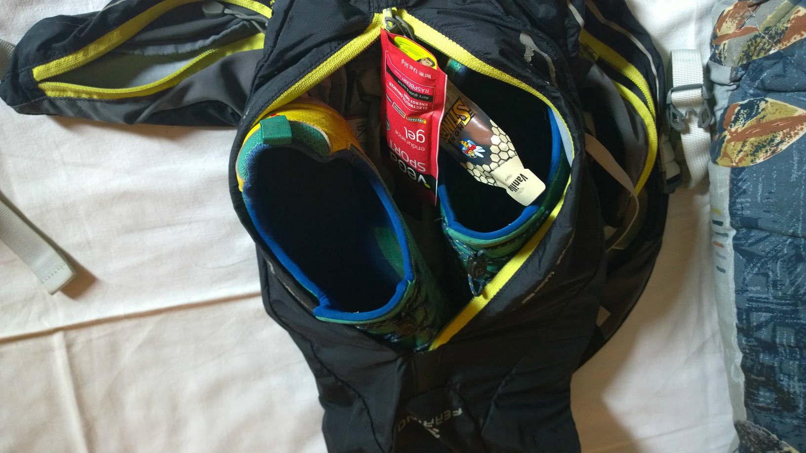 Bio energetický gel stinger pribalený do ruksaku na bežeckú časť