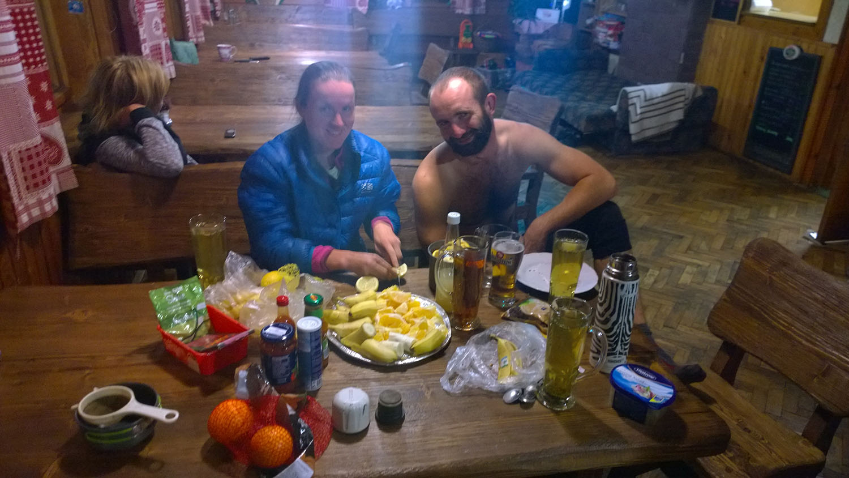 Bobča s Boíkom hore na občerstvovačke počas Magurksého projektu