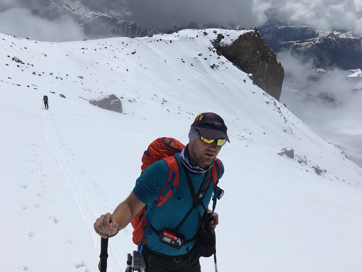 Arva lavínový vyhľadávač pod vrcholom Kazbek blízko Betlemi hut