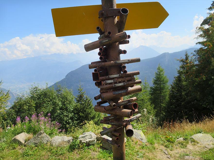 Expresky z hôr 30, Smerovník vo Švajčiarsku, zdroj: boredpanda.com