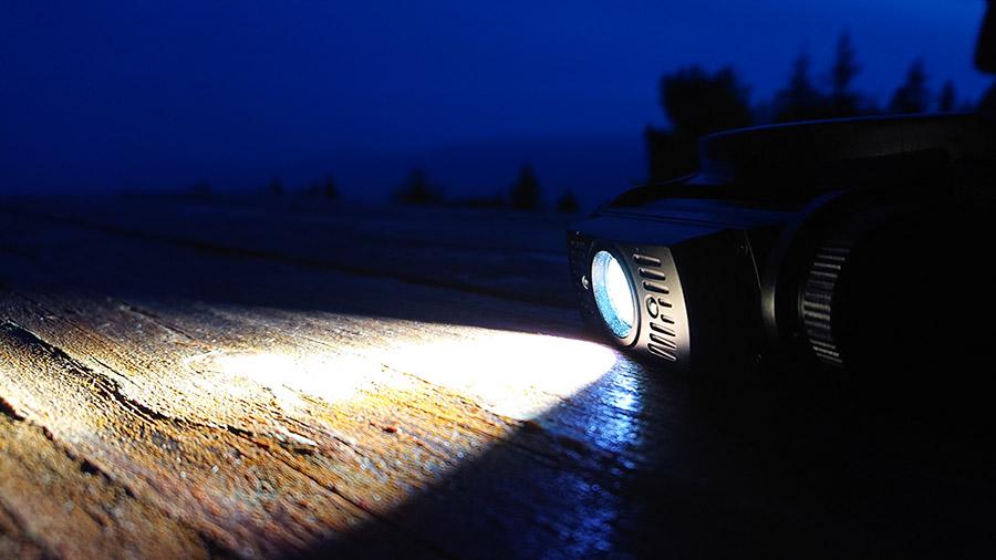 Čelovka Fenix disponuje kúželovým svetlom