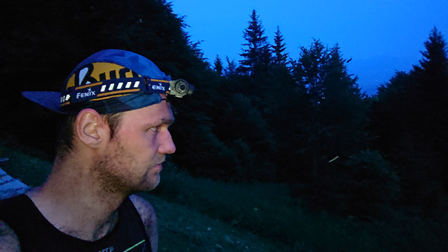 Čelovka Fenix HL 60R počas bežeckého tréningu/ recenzia