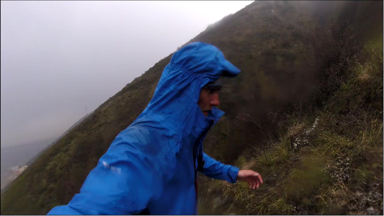 Beh nad Tbilis v daždi