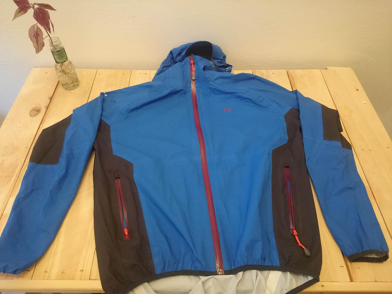Ferrino Kunenne je ľahká bežecká nepremokavá bunda