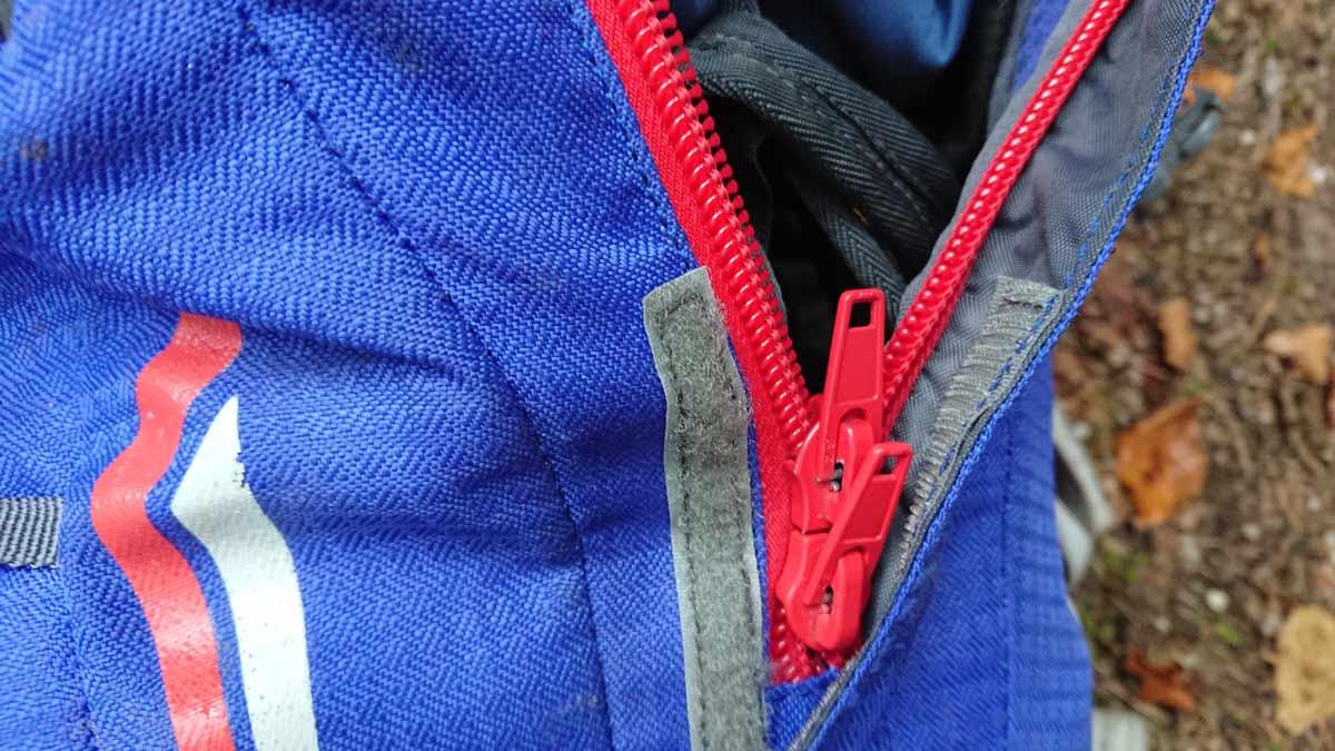 Centrálne zapínanie ruksaku Ferrino Triolet/ recenzia
