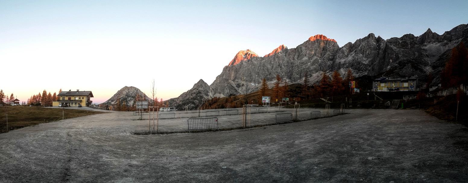 Dachstein II - Prvý osvetlený zprava - Dachstein, náš cieľ.