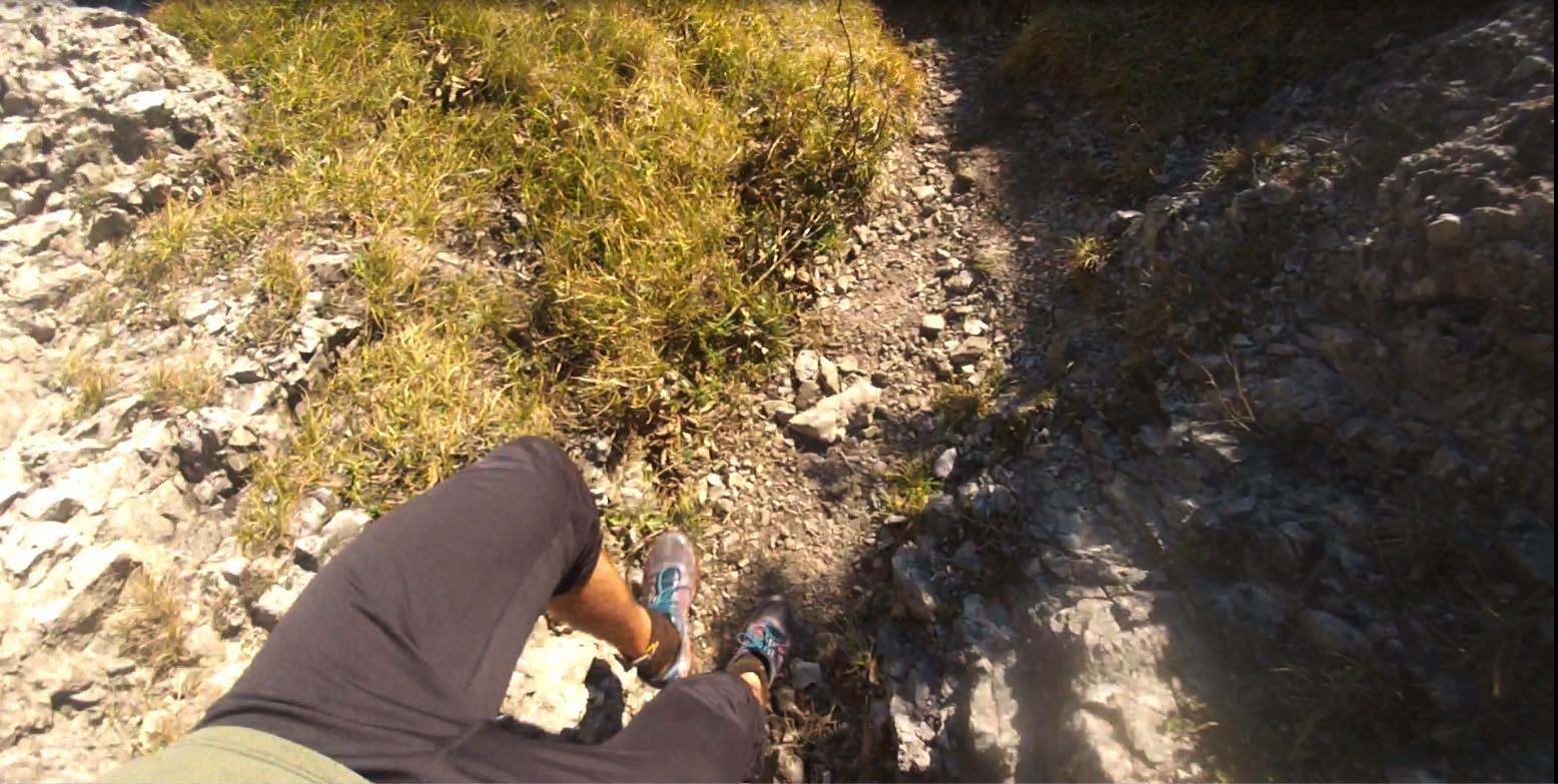 Mizuno Hayate tenisky počas kamenistých zbehov