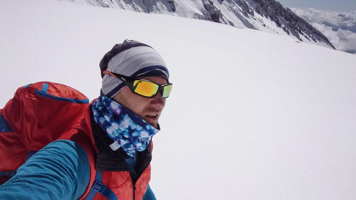 Lifalot bunda na Kaukaze počas skialpovania, recenzia