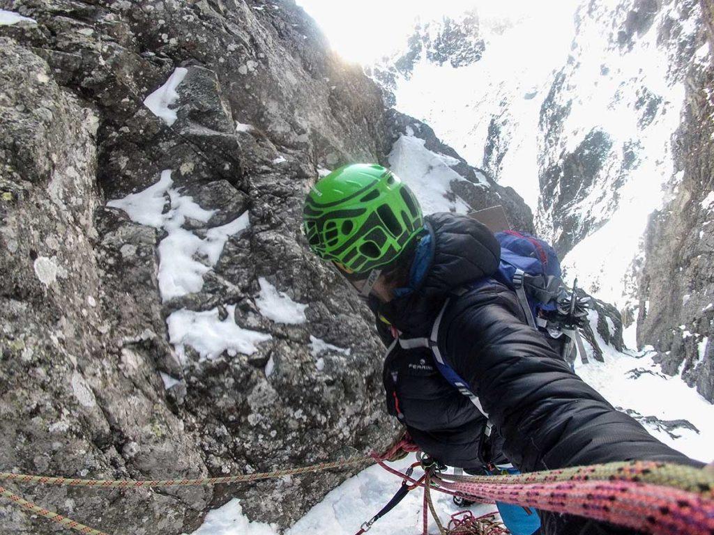 Skialpové nohavice Karpos Schiara počas lezenie severnej steny vo Vysokých Tatrách