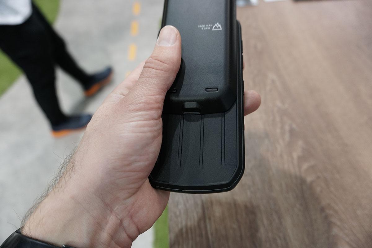 Land Rover Explore outdoor telefón, telefón pri nasadzovaní s modulom