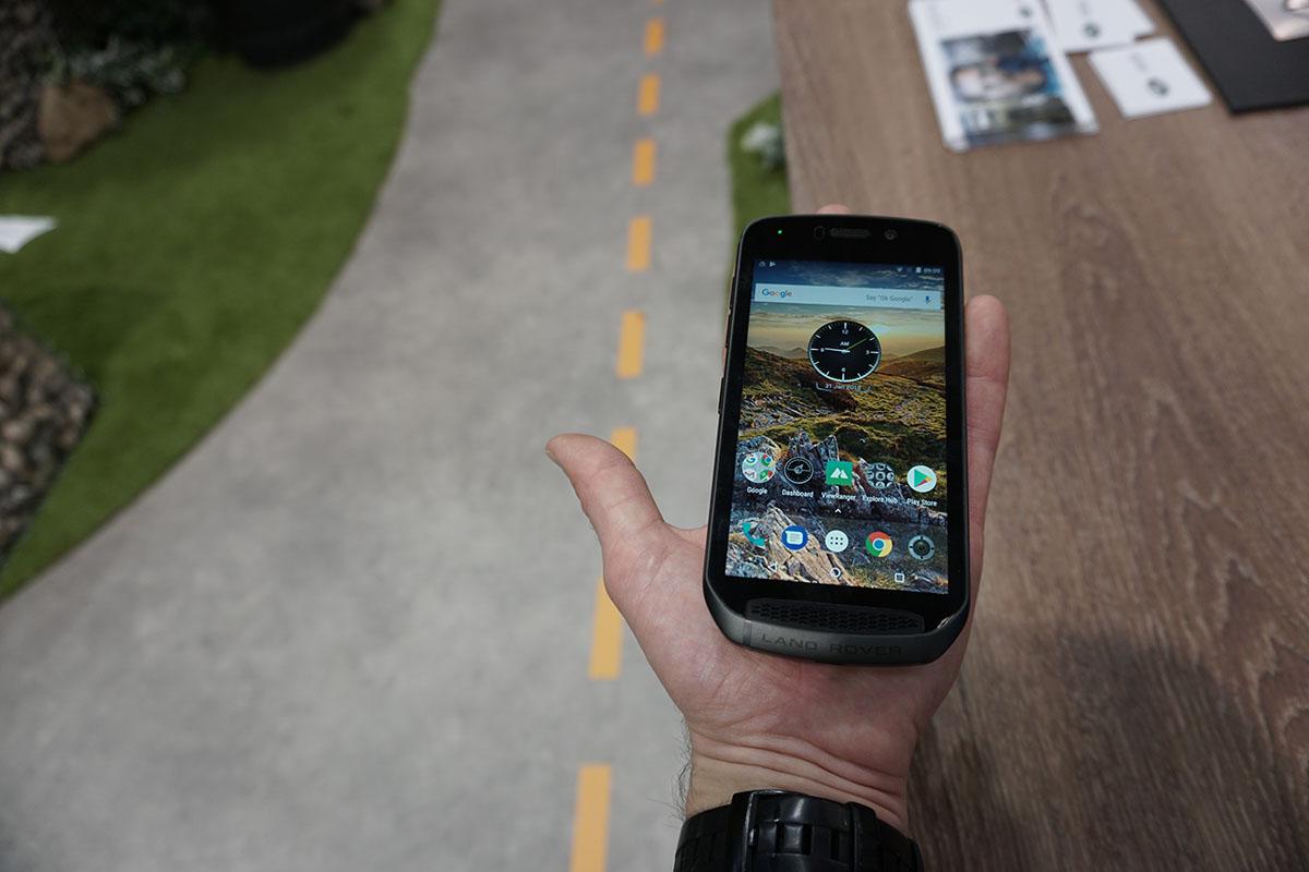 Land Rover Explore outdoor telefón, telefón na ruke
