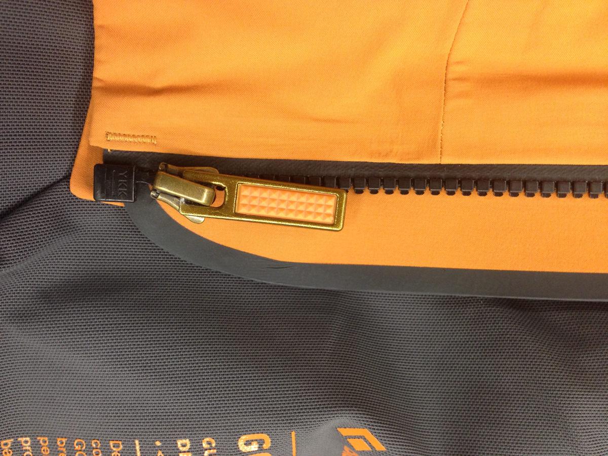Centrálny zips na bunde Black diamond mission ski shell