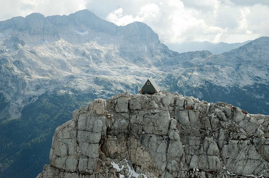Horská chata a prístrešok v julských alpách