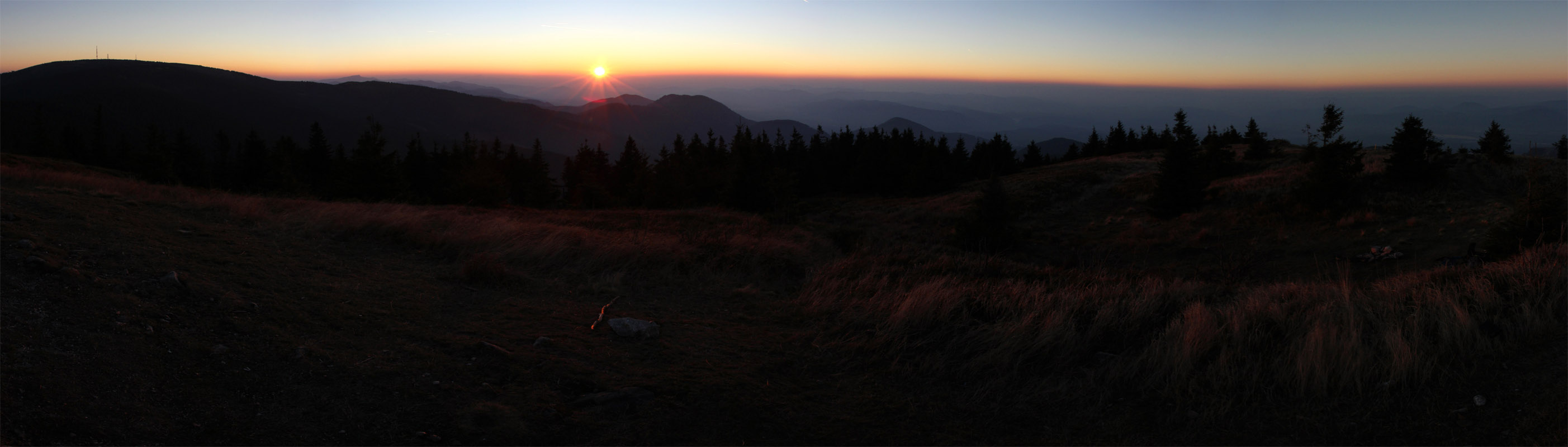 Panoráma západu slnka z Minčola smerom na Rajec a Žilinu