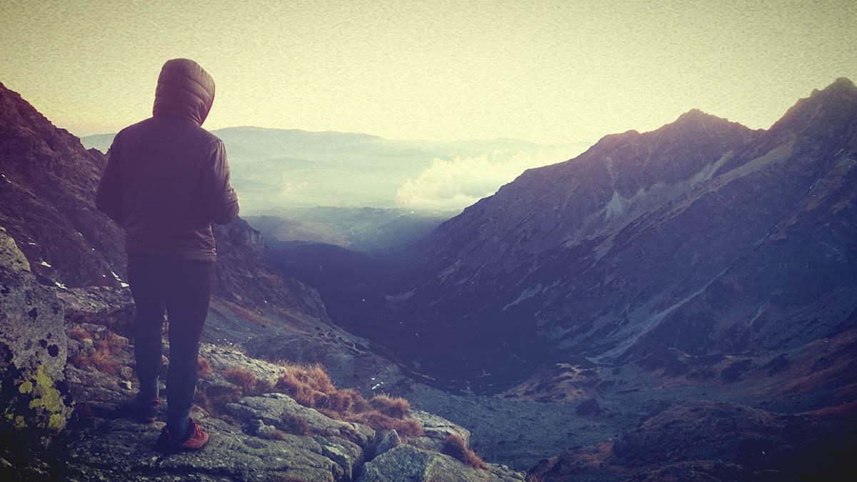 Blíži sa tma, Vladino pozerá do doliny kade pôjdeme zase naspäť, Vysoké Tatry