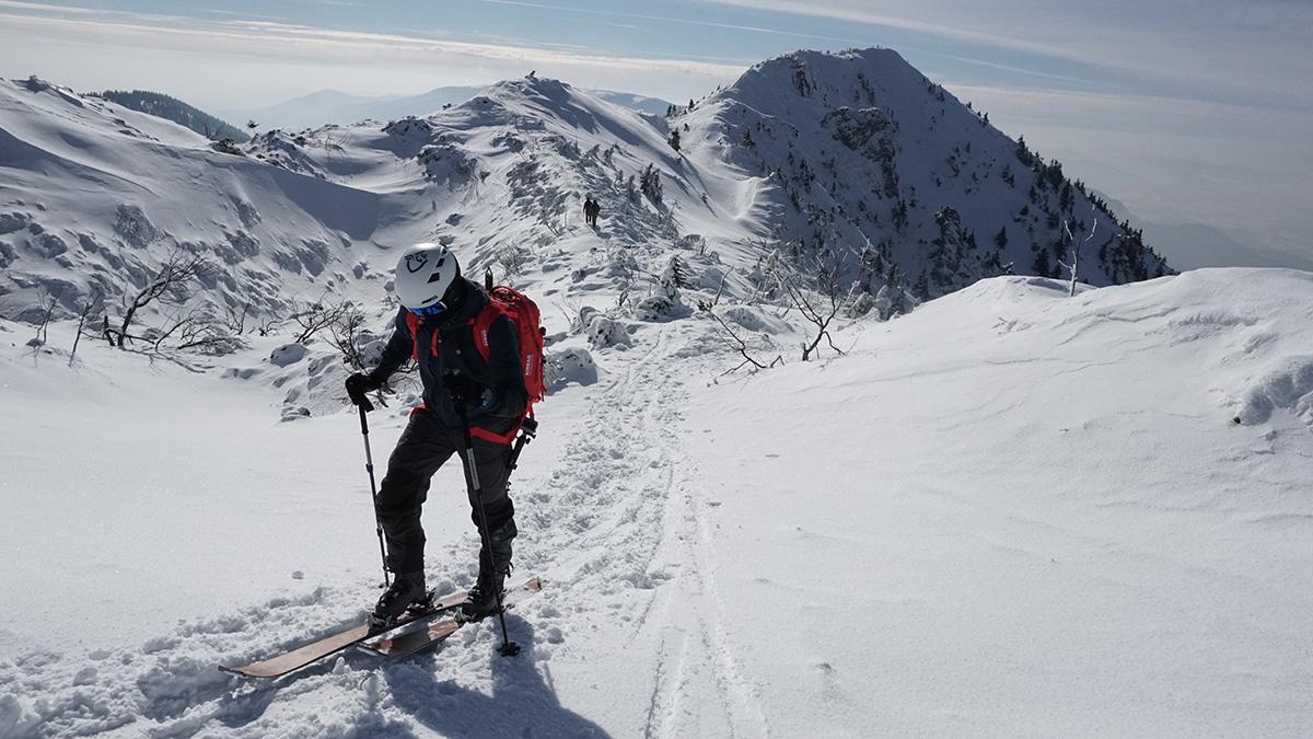 Malá Fatra na skialp lyžiach, hrebeňovka pred bielymi skalami