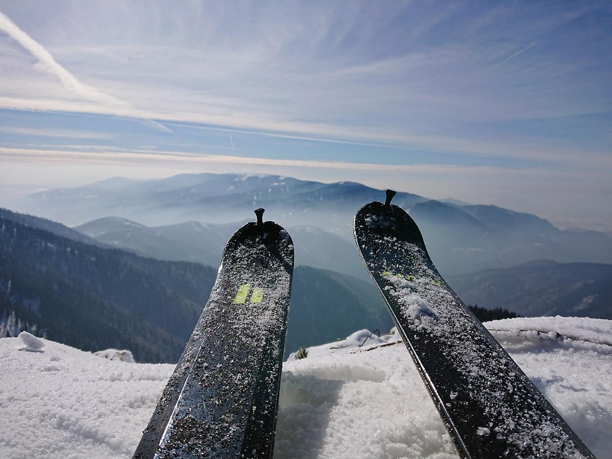 Malá Fatra na skialp lyžiach, hrebeňovka Han lyže ultra 76 na vrchole suchého vrchu