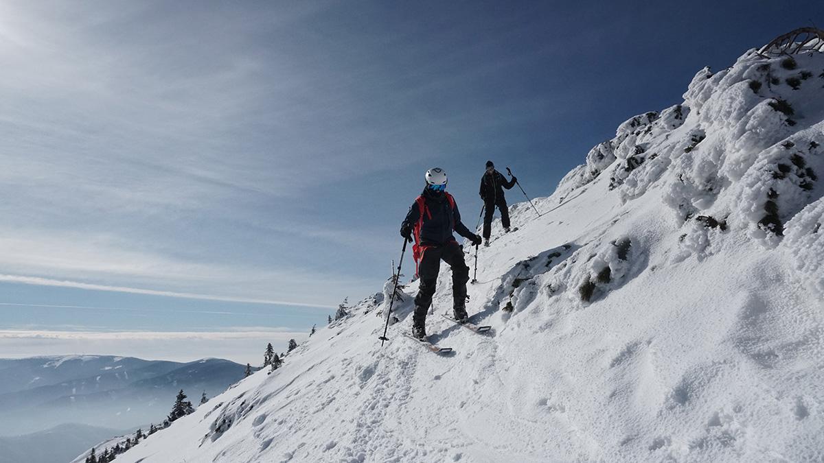 Malá Fatra na skialp lyžiach, hrebeňovka smerom na Biele skaly