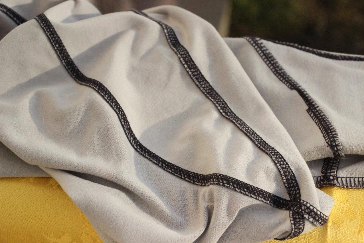 Dámske bežecké nohavice Crivit - detail vnútra nohavíc a švov
