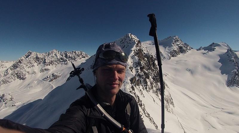 Behom a lezením v alpách tesne pod vrcholom