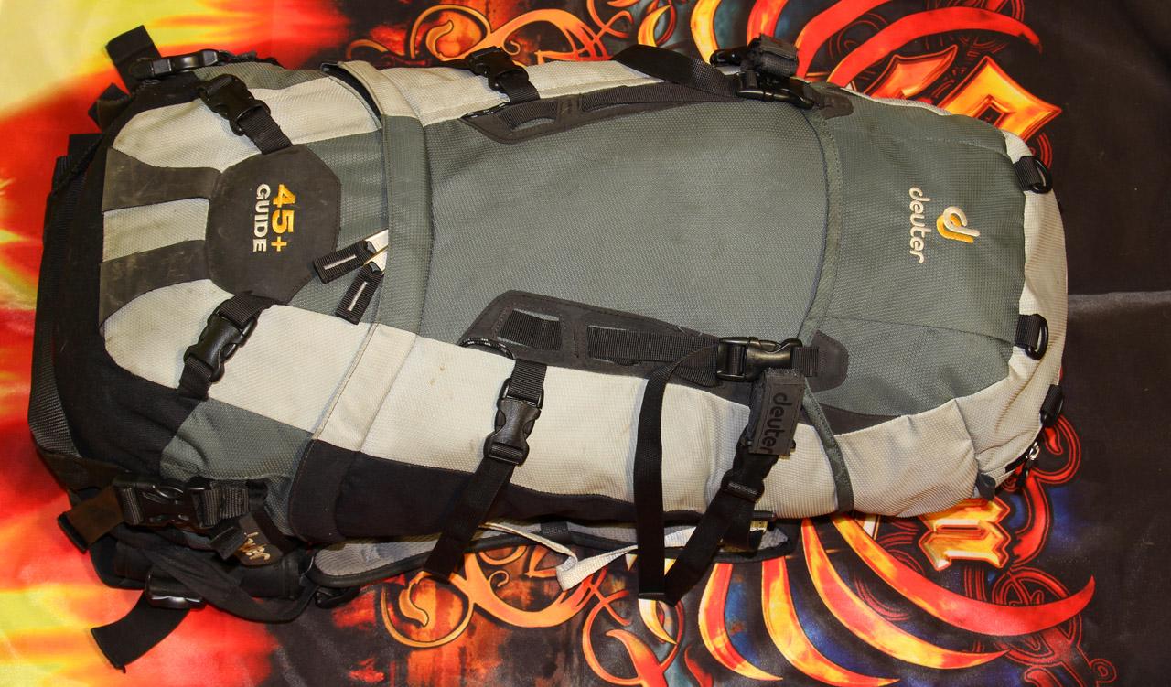 batoh Deuter Guide 45+ naplnený, pohľad spredu