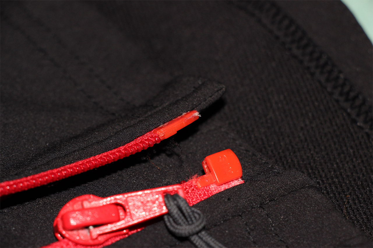 detail hlavného zipsu